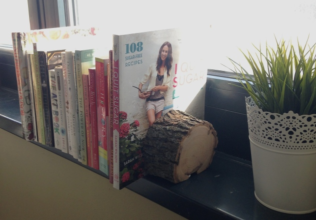 Wood bookends made from a tree branch! Super easy to make. What a great way to bring nature inside!